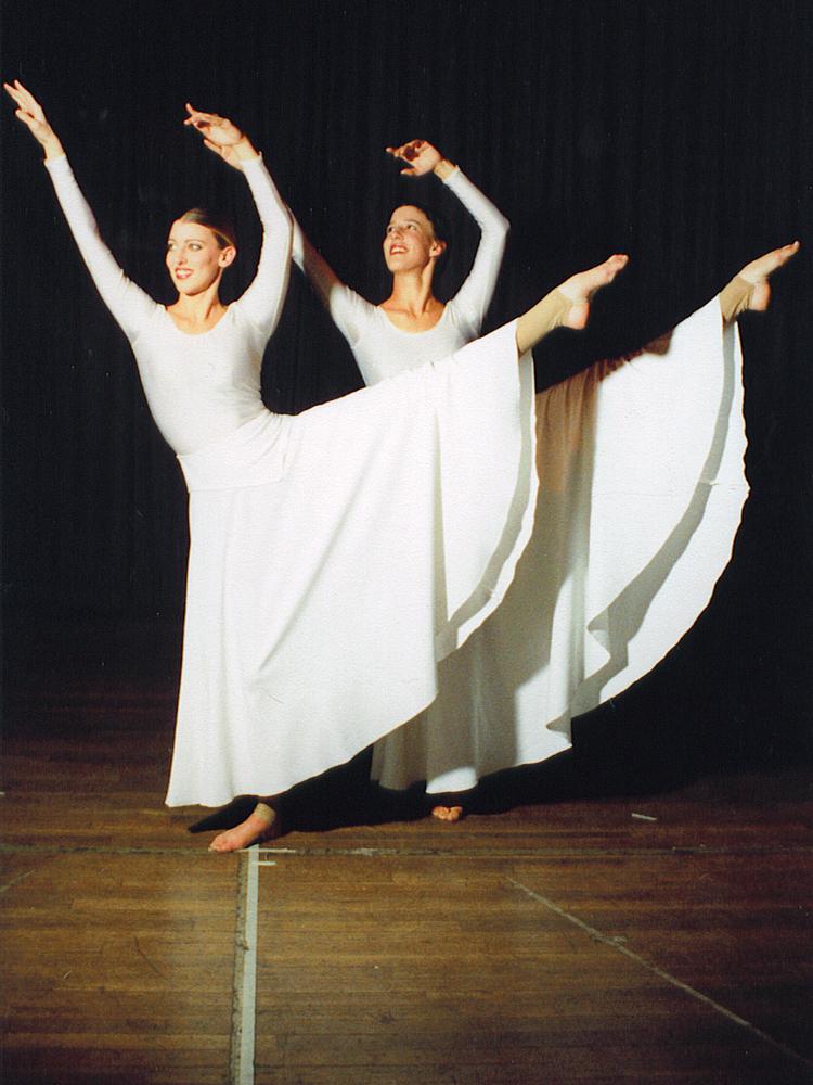 dancers-in-white-1440514-1