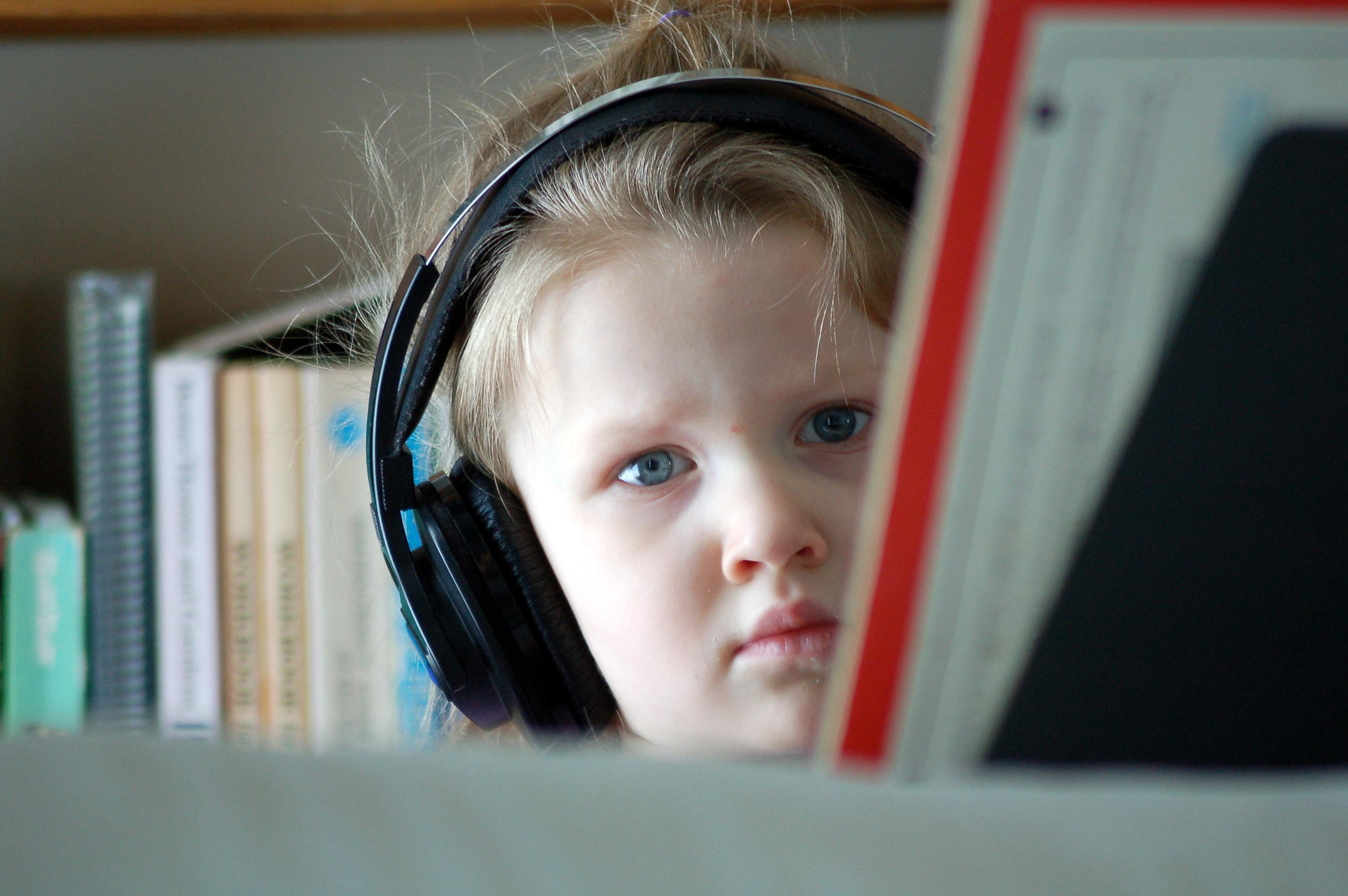 headphones-1415466