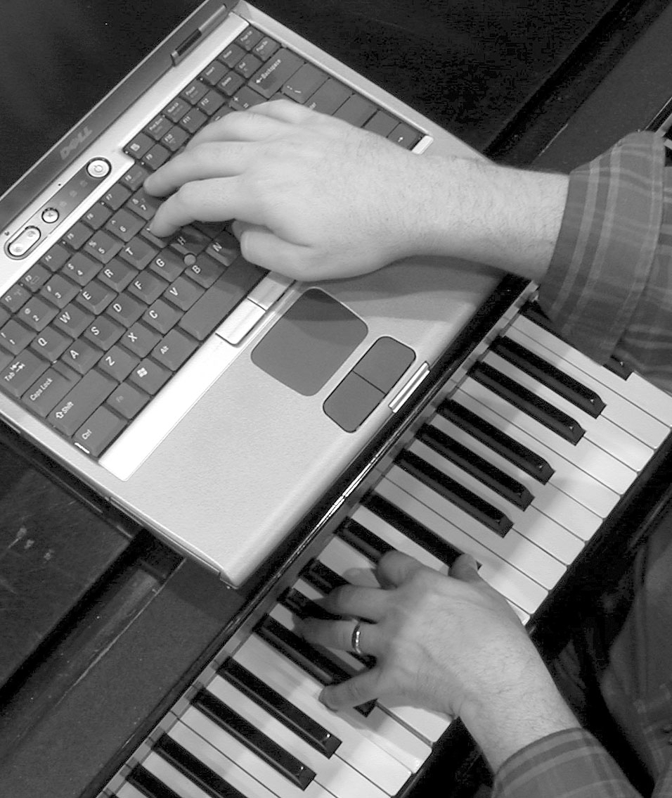 piano-and-laptop-1508835