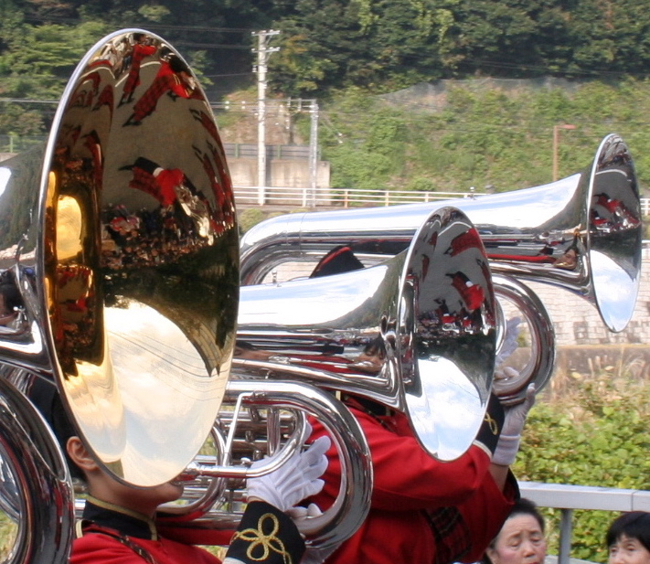 brass-tubas-1199098 Aron Kremer