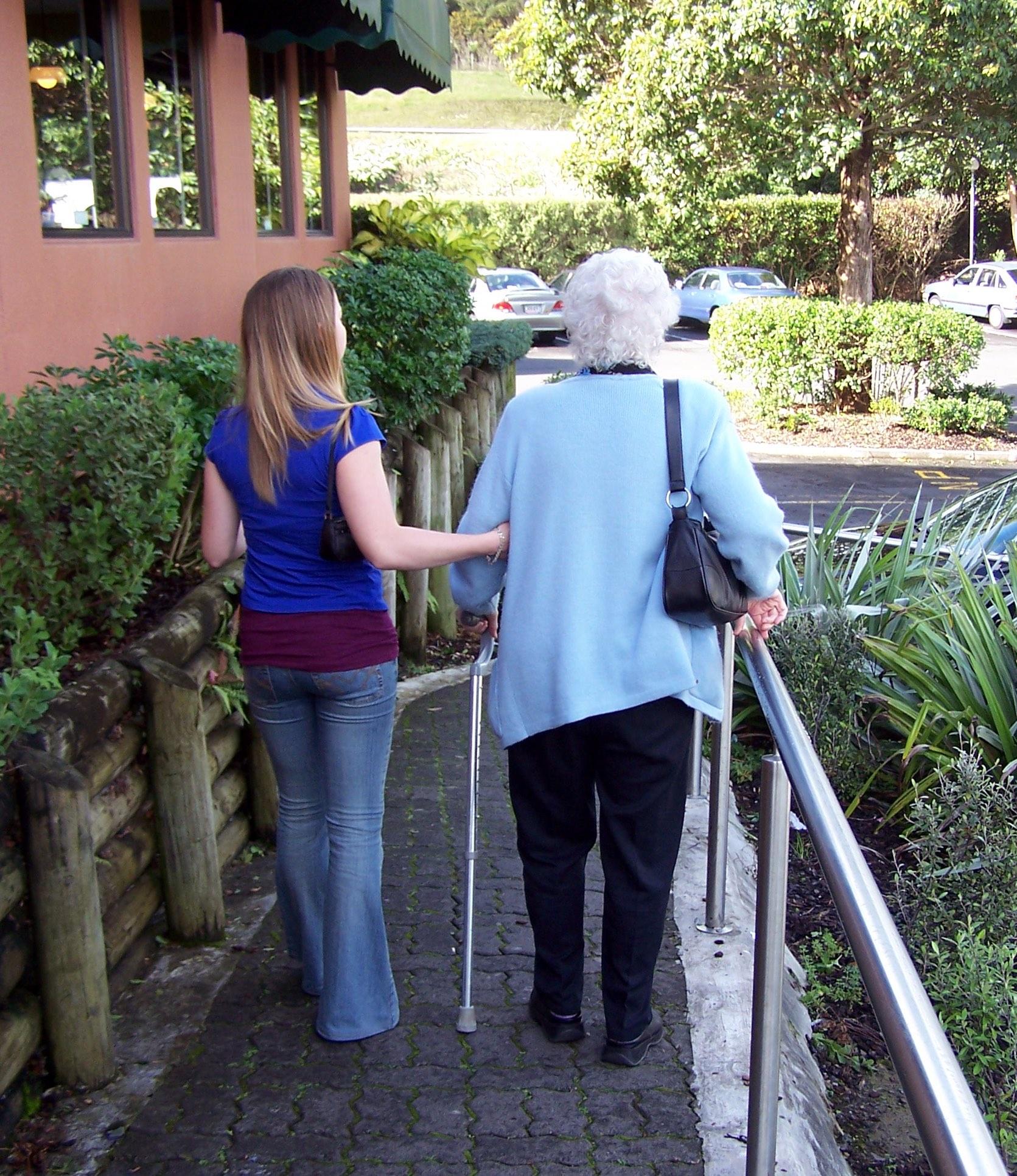 helping-the-elderly-1437135 melodi2