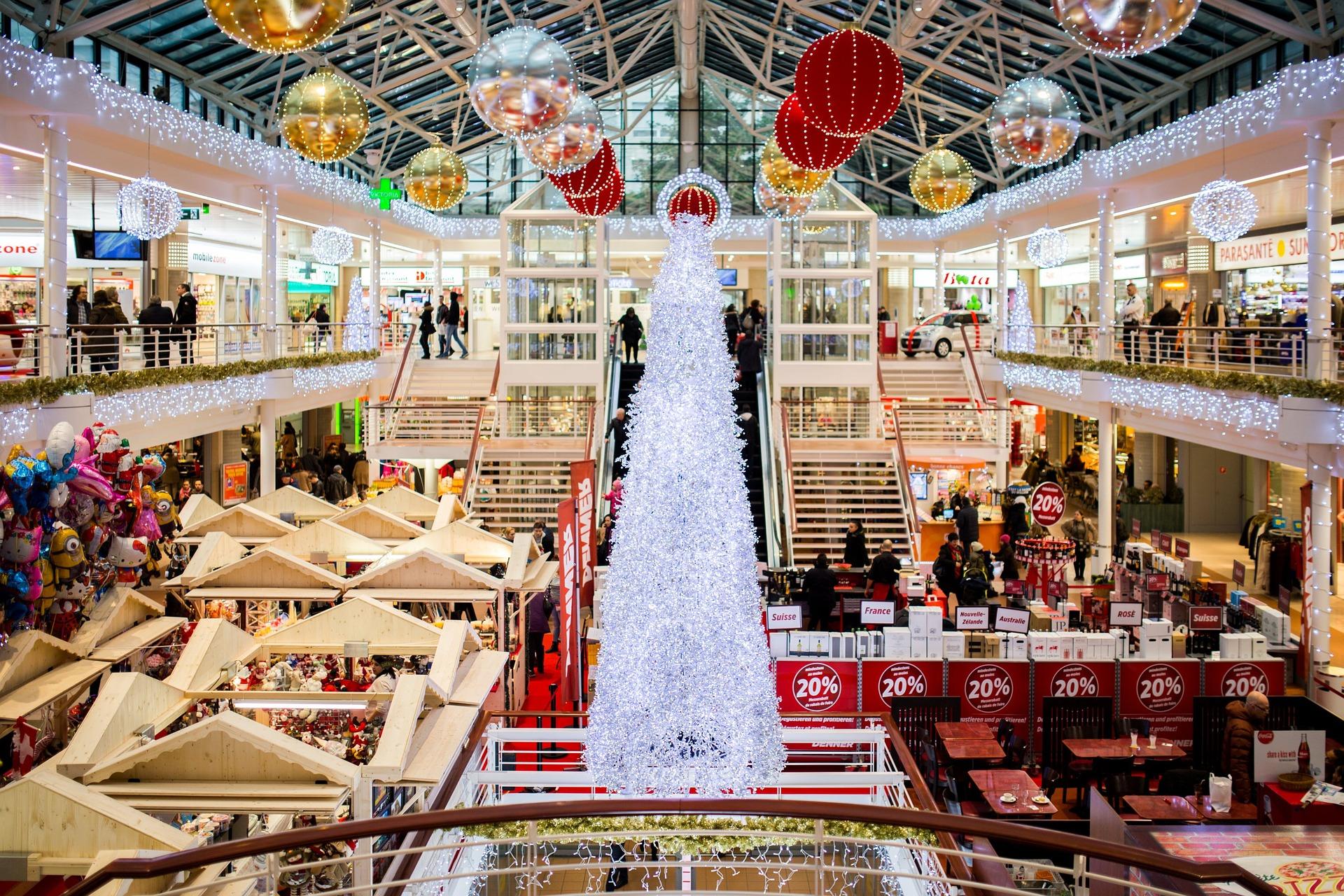 shopping-mall-2605815_1920_stocksnap