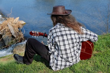 guitar-player-2176688_1920_couleur