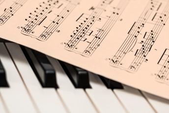 piano-1655558_1920_stevepb