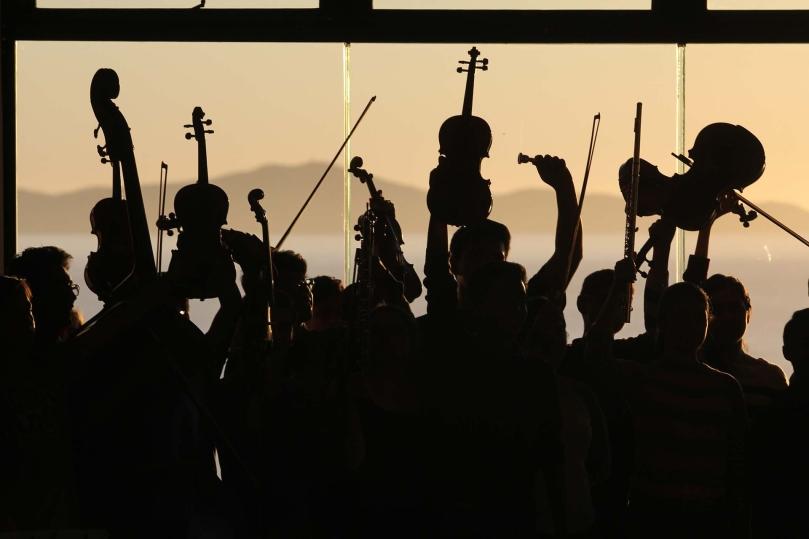orchestra-2770149_1920_ernestoeslava
