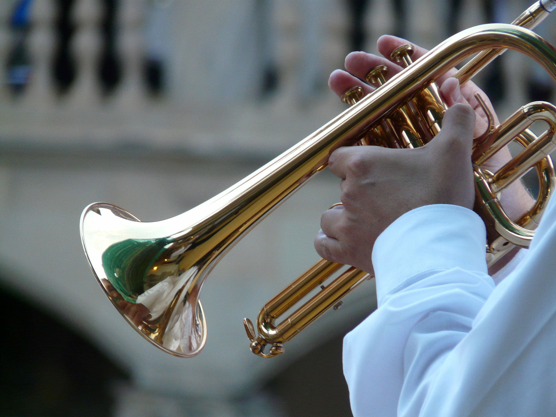 trumpet-player-8455_1920_Hans