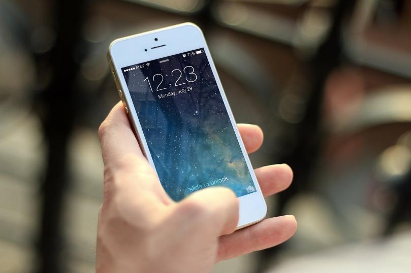 iphone-410324_1920_JESHOOTScom